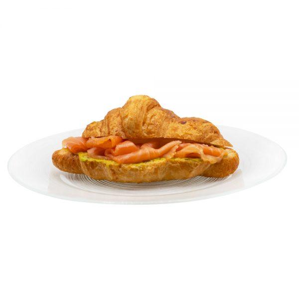 Croissant salato con salmone e avocado